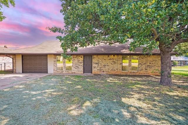 1512 Thomas Lane, Graham, TX 76450 (MLS #14598980) :: Real Estate By Design