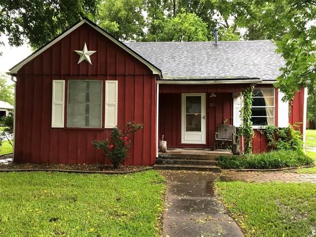 1022 W 12th, Bonham, TX 75418 (MLS #14599658) :: The Hornburg Real Estate Group