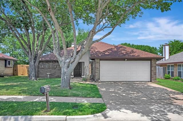 411 Kalmia Drive, Arlington, TX 76018 (MLS #14599720) :: VIVO Realty