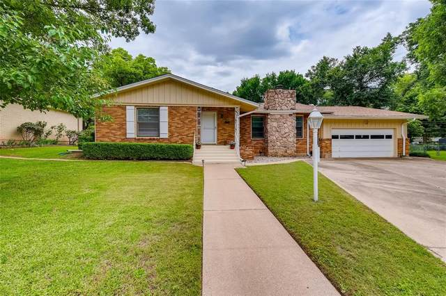 26 Brook Forest Lane, Hurst, TX 76053 (#14599980) :: Homes By Lainie Real Estate Group