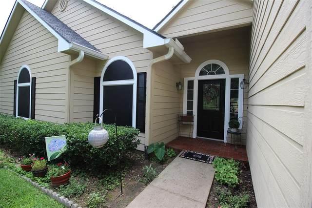 1123 Kiowa Drive E, Lake Kiowa, TX 76240 (MLS #14600911) :: Real Estate By Design