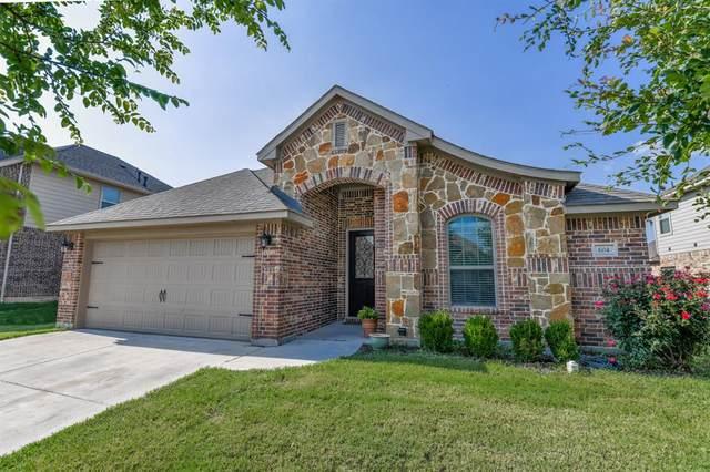 604 Ravenwood Drive, Saginaw, TX 76179 (MLS #14601812) :: Real Estate By Design