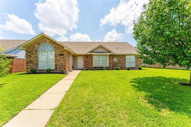 1902 Quail Hill Circle, Garland, TX 75040 (MLS #14602087) :: VIVO Realty