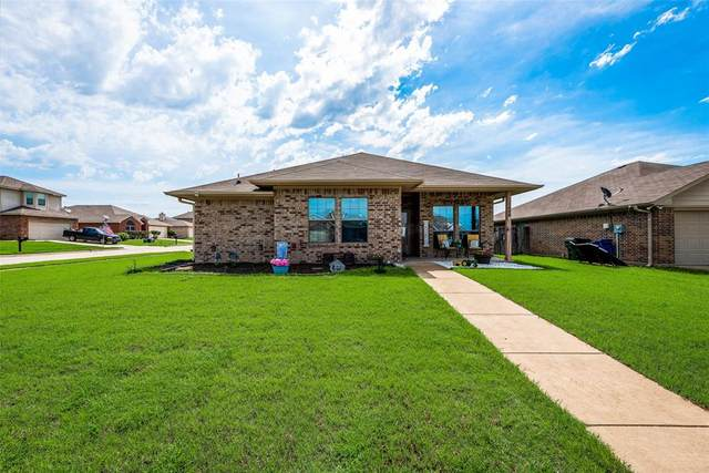 1008 Lake Ridge Drive, Sanger, TX 76266 (MLS #14602090) :: Real Estate By Design