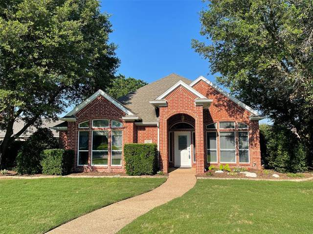 10517 Stonehill Drive, Benbrook, TX 76126 (MLS #14602220) :: Front Real Estate Co.