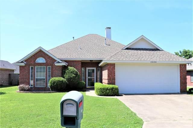 2024 Brooke Drive, Sanger, TX 76266 (MLS #14602803) :: Real Estate By Design