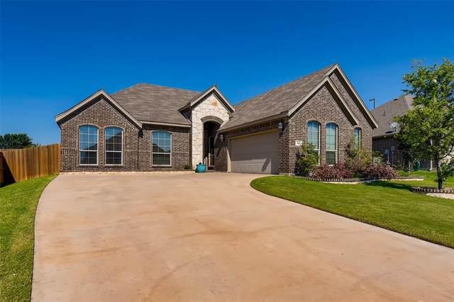 305 Prince John Drive, Saginaw, TX 76179 (MLS #14602895) :: RE/MAX Landmark