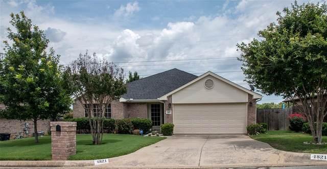 1821 Canterbury Circle, Fort Worth, TX 76112 (MLS #14602980) :: All Cities USA Realty