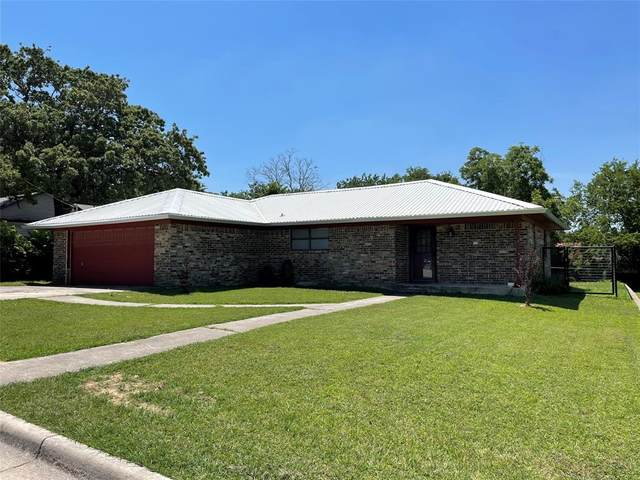 1306 Henderson Street, Bridgeport, TX 76426 (MLS #14603366) :: Team Tiller