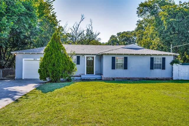 802 Singleton Drive, Grand Prairie, TX 75051 (MLS #14603449) :: Real Estate By Design
