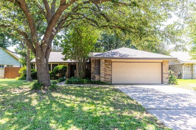 2405 Clayton Oaks Drive, Grand Prairie, TX 75052 (MLS #14604241) :: RE/MAX Pinnacle Group REALTORS