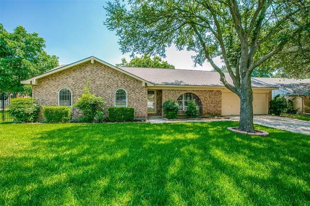 445 Chisholm Trail, Hurst, TX 76054 (#14604619) :: Homes By Lainie Real Estate Group