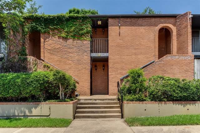 572 E Avenue J C, Grand Prairie, TX 75050 (#14604860) :: Homes By Lainie Real Estate Group