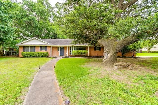 1739 Woods Drive, Arlington, TX 76010 (MLS #14605528) :: Trinity Premier Properties