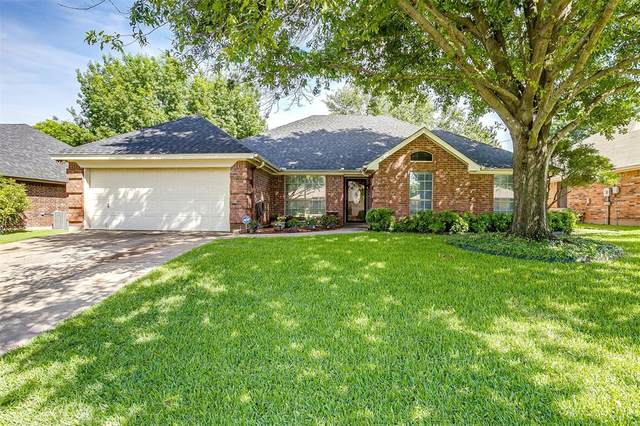 132 Sandlewood Lane, Burleson, TX 76028 (MLS #14605897) :: The Hornburg Real Estate Group