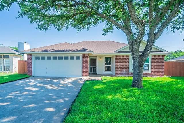 6608 Lakeside Drive, Lake Worth, TX 76135 (MLS #14606367) :: The Chad Smith Team