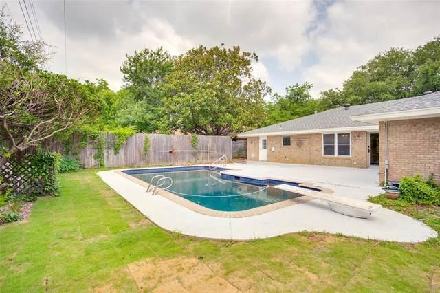 2400 W Lavender Lane, Arlington, TX 76013 (MLS #14606548) :: Trinity Premier Properties