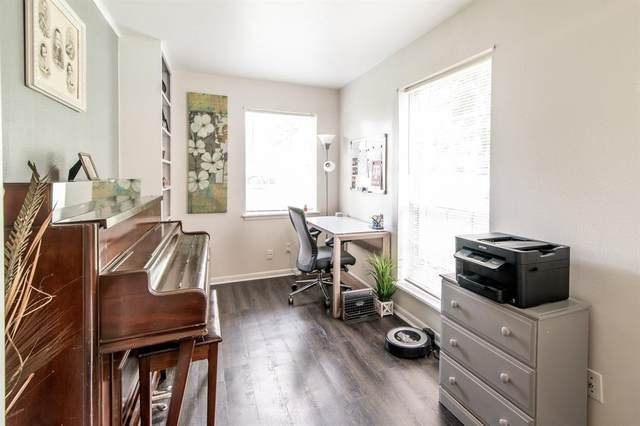 213 Royal Oaks Street, Huntsville, TX 77320 (MLS #14607148) :: Real Estate By Design