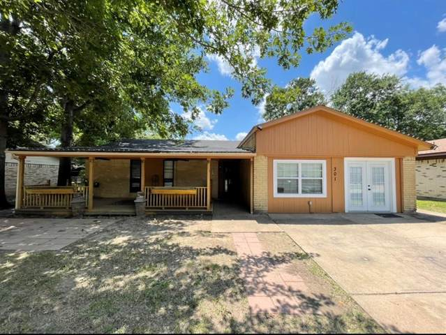 301 NW Suzanne Terrace, Burleson, TX 76028 (MLS #14607311) :: Real Estate By Design