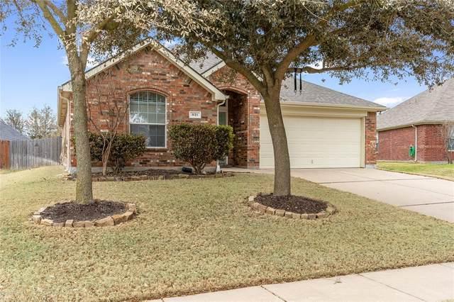 931 Hunter Lane, Burleson, TX 76028 (MLS #14607393) :: The Hornburg Real Estate Group