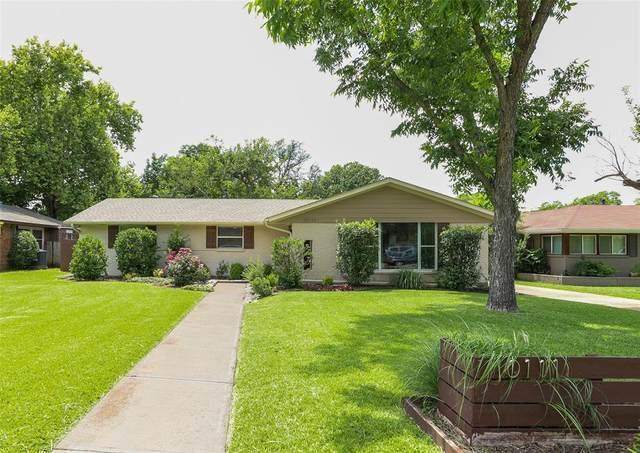 10111 Rockmoor Drive, Dallas, TX 75229 (MLS #14608275) :: The Kimberly Davis Group