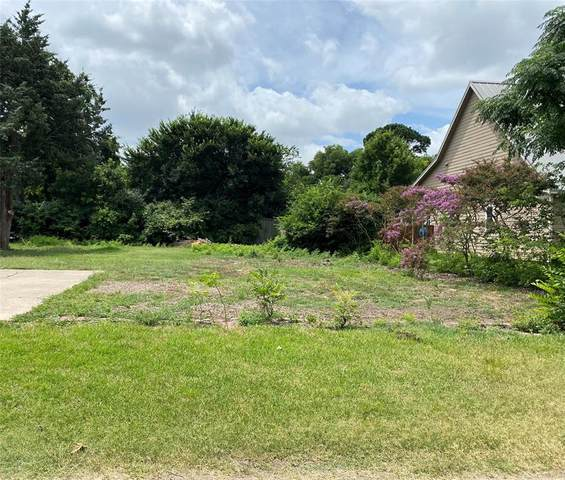 320 W Walters, Lewisville, TX 75057 (MLS #14608869) :: Real Estate By Design