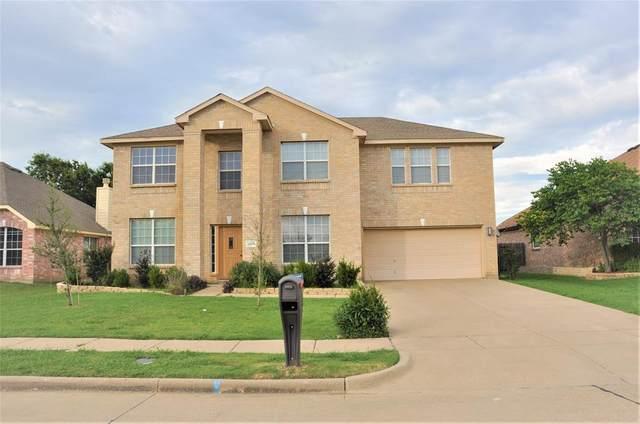 2800 Pyramid Lane, Mansfield, TX 76063 (MLS #14611592) :: Real Estate By Design