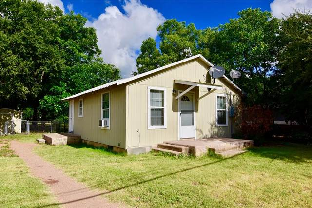 206 S 3rd Street, Bangs, TX 76823 (#14612813) :: Homes By Lainie Real Estate Group