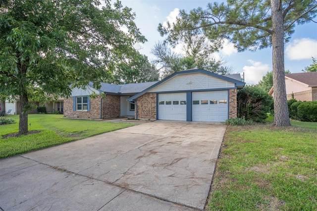 813 Ash Street, Burleson, TX 76028 (MLS #14612836) :: Maegan Brest   Keller Williams Realty