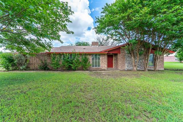 202 Twin Lakes Drive, Waxahachie, TX 75165 (MLS #14613584) :: Wood Real Estate Group