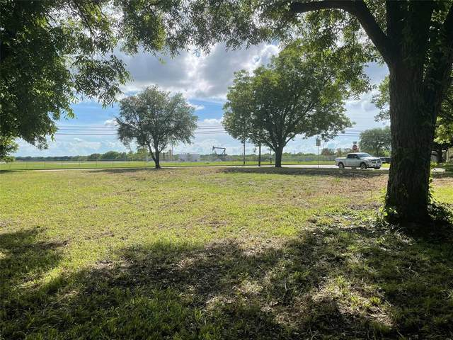 1015 Holiday Drive, Sherman, TX 75090 (#14613637) :: Homes By Lainie Real Estate Group