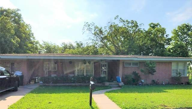 231 S Sycamore Street, Muenster, TX 76252 (MLS #14614059) :: Real Estate By Design