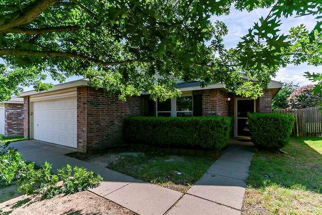 5217 Newcastle Lane, Fort Worth, TX 76135 (MLS #14615487) :: Real Estate By Design