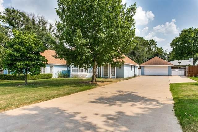 2207 Lakeridge Drive, Grapevine, TX 76051 (MLS #14615924) :: EXIT Realty Elite