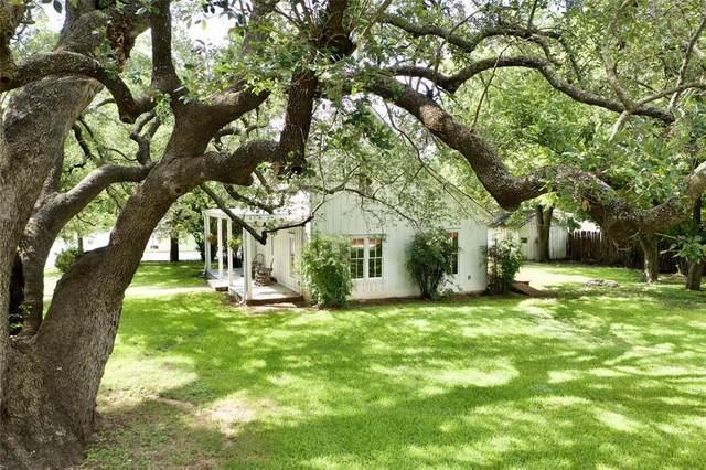 801 Lipan Drive, Granbury, TX 76048 (#14617109) :: Homes By Lainie Real Estate Group