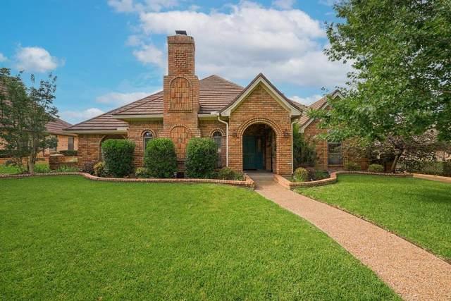 837 Saddlebrook Drive N, Bedford, TX 76021 (MLS #14617306) :: Real Estate By Design