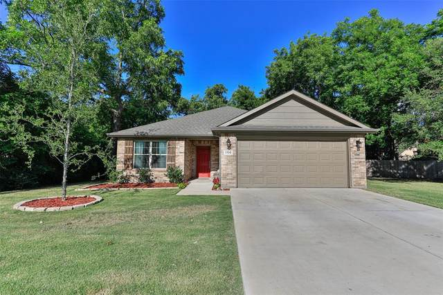 104 Fair Avenue, Gainesville, TX 76240 (MLS #14622367) :: Maegan Brest | Keller Williams Realty