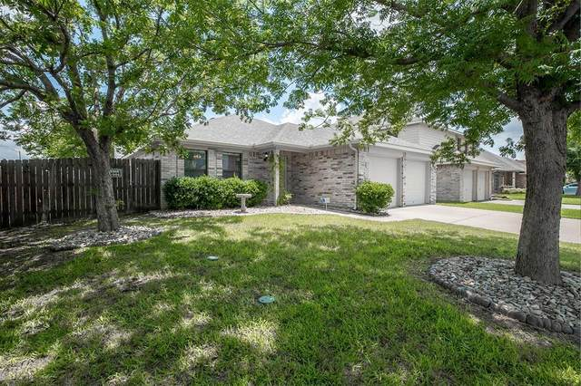 5804 Crestview Drive, Grand Prairie, TX 75052 (MLS #14623611) :: Maegan Brest | Keller Williams Realty