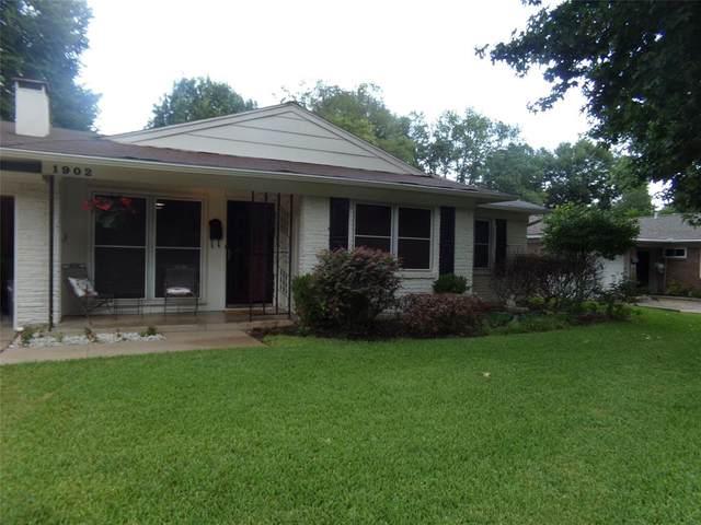 1902 Valley Lane, Arlington, TX 76013 (MLS #14623667) :: Real Estate By Design