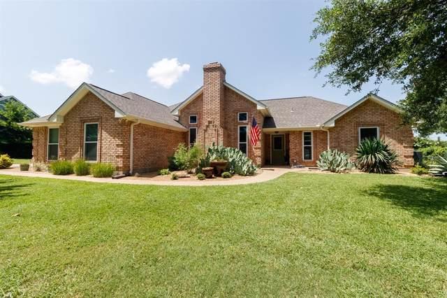 111 Suburban Drive, Ovilla, TX 75154 (MLS #14623870) :: The Krissy Mireles Team