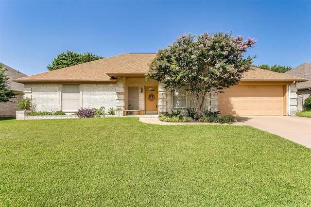 320 Woodcrest Drive, Saginaw, TX 76179 (MLS #14624316) :: The Mauelshagen Group