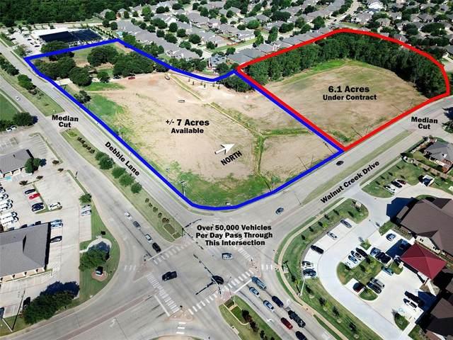 585 E Debbie Lane, Mansfield, TX 76063 (MLS #14624423) :: Real Estate By Design