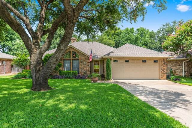 713 Lakewood Lane, Grapevine, TX 76051 (MLS #14624786) :: The Krissy Mireles Team