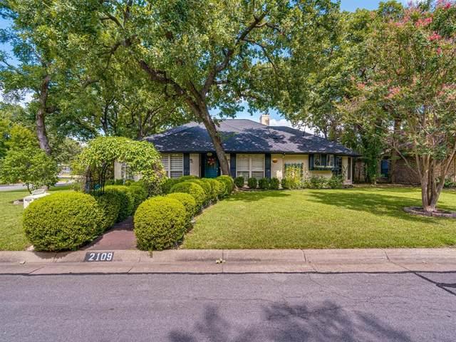 2109 Oak Bluff Drive, Arlington, TX 76006 (MLS #14624827) :: The Mauelshagen Group