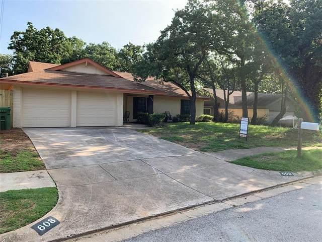 608 Ridgewood Circle, Hurst, TX 76054 (MLS #14624956) :: Real Estate By Design