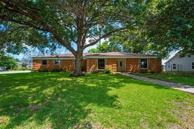 8032 Bangor Drive, Benbrook, TX 76116 (MLS #14625701) :: Real Estate By Design