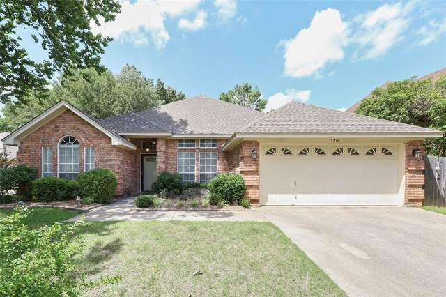720 Tradonna Lane, Hurst, TX 76054 (MLS #14626437) :: Real Estate By Design