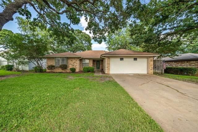 2732 Meadow Green, Bedford, TX 76021 (MLS #14626891) :: The Mauelshagen Group