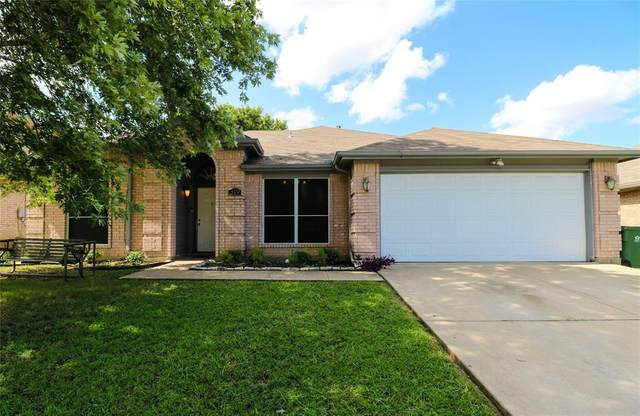 319 Crestview Drive, Arlington, TX 76018 (MLS #14627447) :: Real Estate By Design