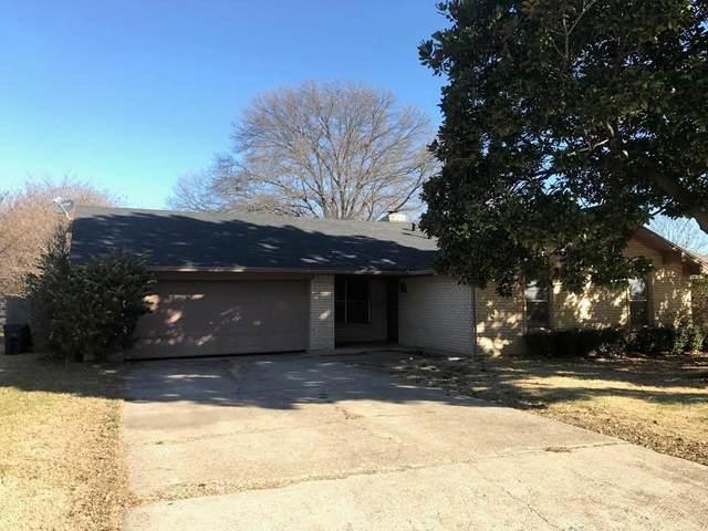 2723 Emerson Lane, Denton, TX 76209 (MLS #14628065) :: Real Estate By Design